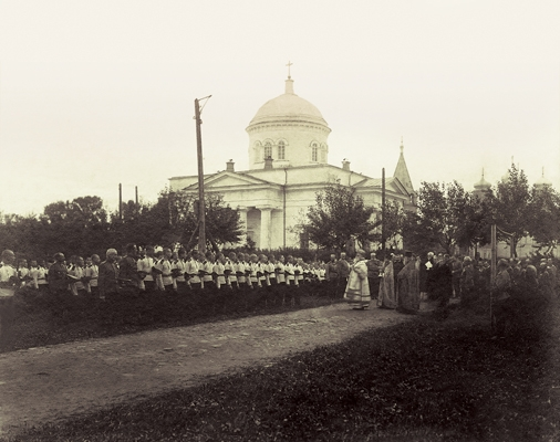 Епископ Балахнинский Макарий во время молебна перед  кадетами Аракчеевского корпуса
