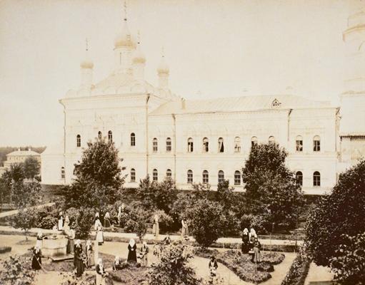 Успенская церковь с трапезным корпусом в Иверской обители. Фото нач. XX в.