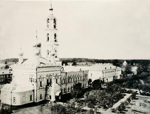 Вид на Успенскую церковь и монастырскую колокольню Иверской обители. Фото нач. XX в.