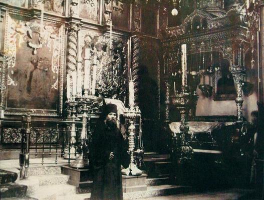 Рака с мощами св. прп. Евфимия Суздальского  в Спасском монастыре. Фото нач. XX в.