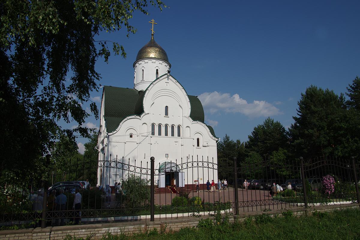 Храм в честь Владимирской Оранской иконы Божией Матери и защитников Отечества