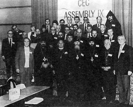 За правым плечом митрополита Алексия (Ридигера) во втором ряду — архиепископ Горьковский и Арзамасский Николай (Кутепов)