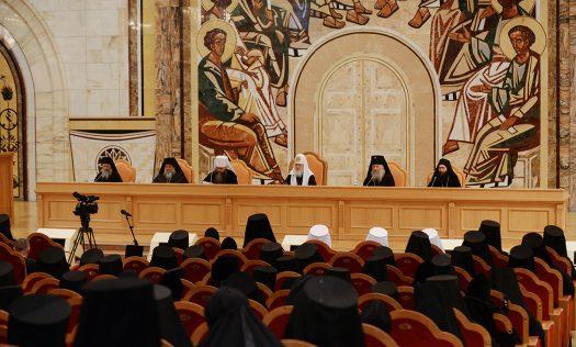 Патриарх Кирилл иМединский открыли в столице России выставку обистории Афона