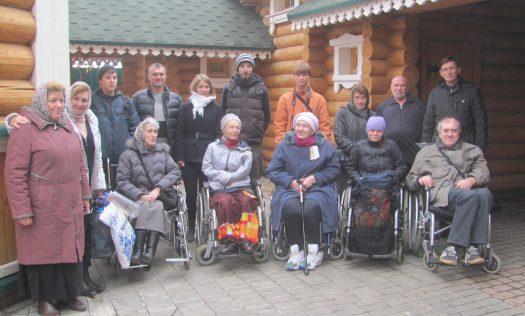 Волонтеры помогли инвалидам-колясочникам из Нижнего Новгорода совершить поездку по святым местам