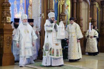 8 января. Божественная литургия в Никольском соборе Нижнего Новгорода (фото Сергея Лотырева)