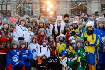 17 февраля. Юные хоккеисты из Балахны с патриархом Московским и всея Руси Кириллом (фото Балахнинского благочиния)