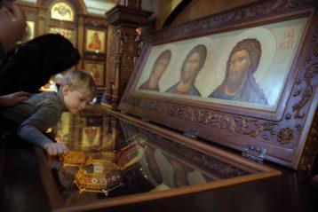 26 февраля. В Александро-Невском кафедральном соборе (фото Алексея Козориза)
