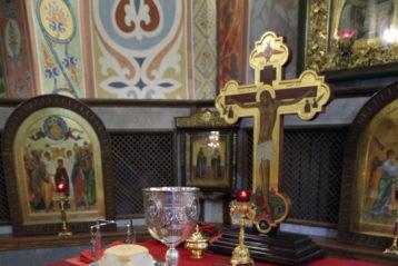 16 апреля. В Александро-Невском кафедральном соборе (фото Алексея Козориза)
