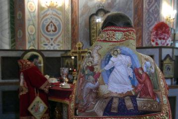 16 апреля. Во время Божественной литургии в Александро-Невском кафедральном соборе (фото Алексея Козориза)