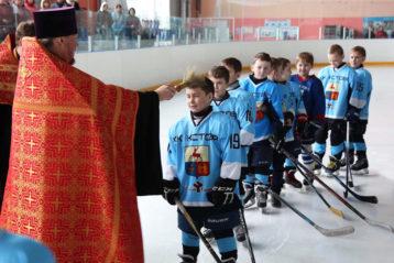 18 апреля. Молебен для юных хоккеистов в г. Кстово (фото телекомпании «Луч»)