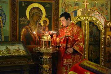 13 мая. В храме в честь преподобного Сергия Радонежского Вознесенского Печерского монастыря (фото Сергея Лотырева)