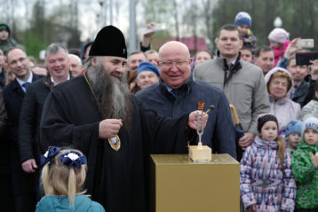 6 мая. Церемония открытия свето-музыкального фонтана в городе Бор (фото Алексея Козориза)