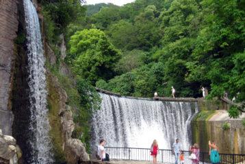 Водопад на плотине новоафонской ГЭС