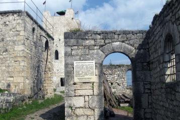 У входа в крепость