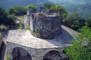 Вид на храм с площадки сторожевой башни