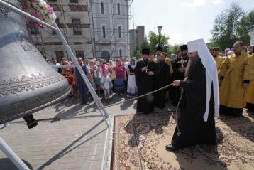 28 июля. После чина освящения восстановленных колоколов для Карповской церкви в Нижнем Новгороде (фото Алексея Козориза)
