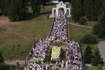 19 августа. Крестный ход в честь празднования 200-летия Спасо-Преображенской (Карповский церкви) (фото Алексея Козориза)