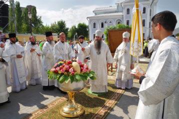 19 августа. Освящение плодов в праздник Преображения у Карповской церкви (фото Алексея Козориза)