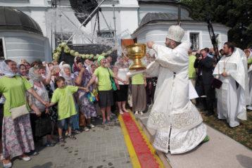 19 августа. После освщения плодов у Карповской церкви Нижнего Новгорода (фото Алексея Козориза)