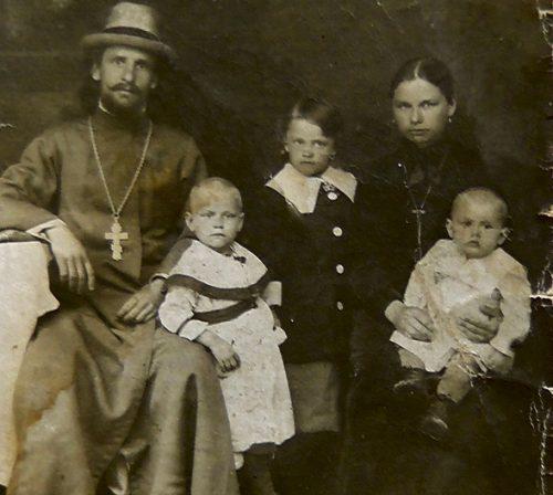Отец Михаил Сергеев с семьей