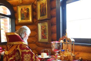 13 сентября. Во время Божественной литургии в Сергиевском храме города Кстово (фото Сергея Лотырева)