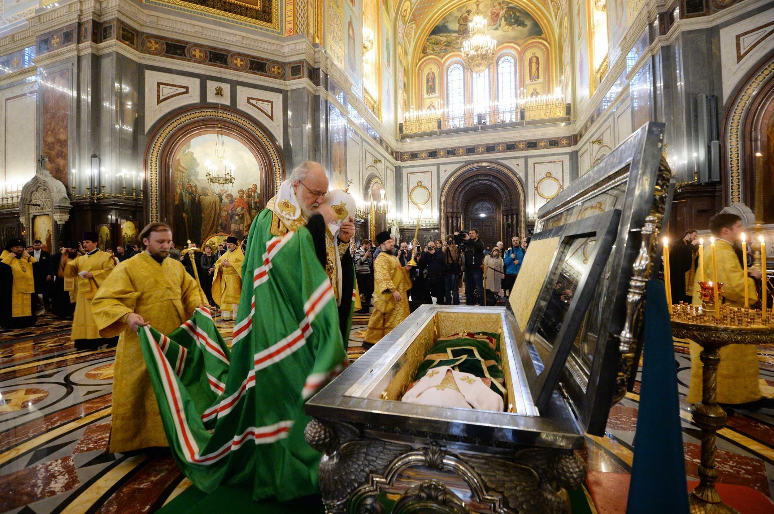 Молебен перед мощами святителя Тихона предварил открытие Архиерейского Собора Русской Православной Церкви