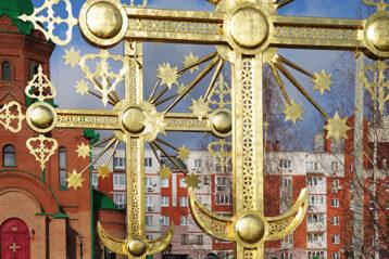8 ноября. Митрополит Георгий после освящения крестов собора в честь Воскресения Христова г. Дзержинска (фото Алексея Козориза)