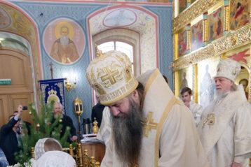12 января. После Божественной литургии в Знаменском храме города Бор (фото Алексея Козориза)