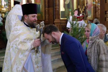7 января. После праздничной Божественной литургии в Александро-Невском кафедральном соборе (фото Алексея Козориза)