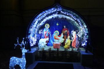 7 января. Вертеп у Александро-Невского кафедрального собора (фото Сергея Лотырева)
