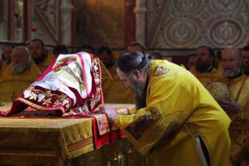 2 февраля. Во время Божественной литургии в Александро-Невском кафедральном соборе (фото Алексея Козориза)