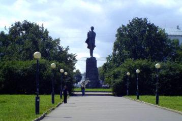 Памятник Максиму Горькому (пл. Горького). Установлен в 1952 году. Скульптор Вера Мухина