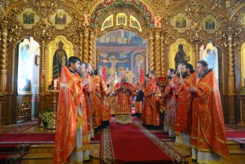12 апреля. Во время Божественной литургии в Троицком соборе Дивеевского монастыря (фото Сергея Лотырева)