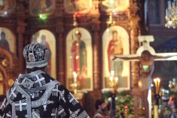 5 апреля. Утреня с чтением 12 Страстных Евангелий в Александро-Невском соборе (фото Алексея Козориза)
