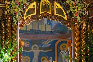 27 мая. Во время Божественной литургии в Троицком соборе Дивеевского монастыря (фото Сергея Лотырева)