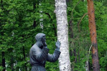 5 июня. Памятник преподобному Серафиму на Дальней пустыньке (фото Марии Курякиной)
