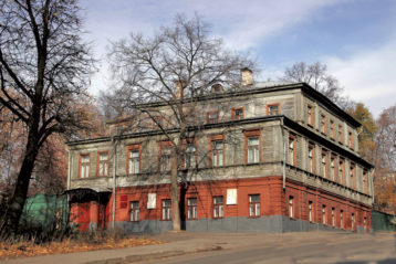 Почти вся обстановка и вещи музея-квартиры— подлинные «горьковские», переданы Е.П. Пешковой