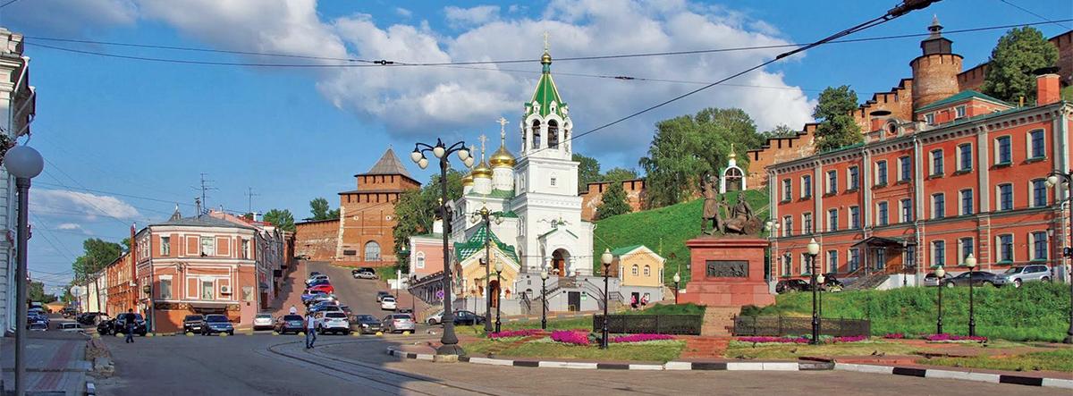 Площадь Народного единства. Скоба. Справа— дом Бугрова, слева уходит вдаль Кожевенная улица (фото чайной «Столбы» см. на стр. 38)