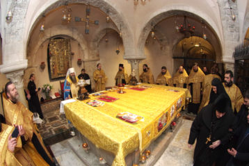 17 декабря. Молебен в базилике святителя Николая Чудотворца в итальянском городе Бари (фото Алексея Козориза)