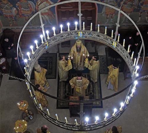 18 ноября. Божественная литургия на подворье Серафимо-Дивеевского монастыря в Москве (фото Алексея Козориза)
