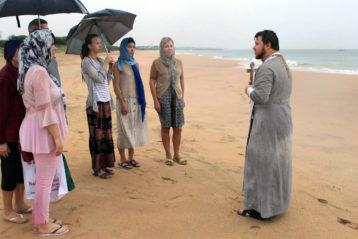 4 декабря. Молебен на берегу Индийского океана (фото Нижегородской духовной семинарии)