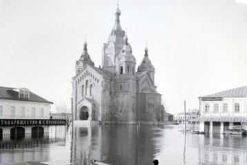 Нижний Новгород, Александро-Невский собор в половодье, 1899 г., фото Максима Дмитриева