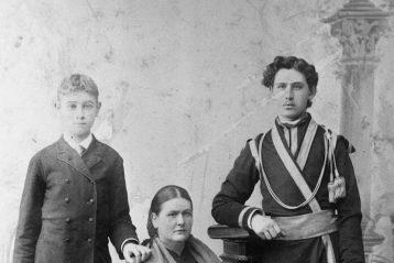 Мария Хрисанфовна с сыновьями Константином и Николаем