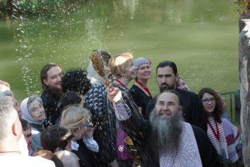 16 апреля. Нижегородские паломники на реке Иордан на месте Крещения Господня (фото Алексея Козориза)