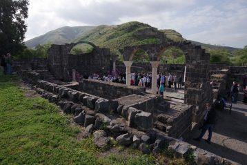 17 апреля. Божественная литургия на руинах древней византийской базилики в городе Гиппос (фото Алексея Козориза)