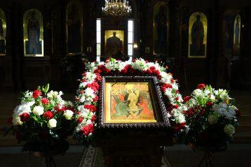 29 апреля. В Никольском соборе Автозаводского района (фото Сергея Лотырева)