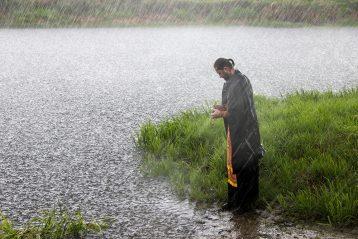 22 мая. Освящение воды на реке Теше (фото Николая Жидкова)