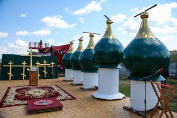 3 мая. Кресты и купола строящегося арзамасского храма в честь святых первоверховных апостолов Петра и Павла (фото Александра Чурбанова)