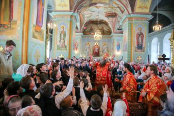 3 мая. После Божественной литургии в арзамасском храме в честь иконы Божией Матери «Живоносный источник» (фото Александра Чурбанова)