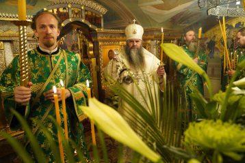 26 июня. Божественная литургия в храме в честь Рождества Пресвятой Богородицы Серафимо-Дивеевского монастыря (фото обители)
